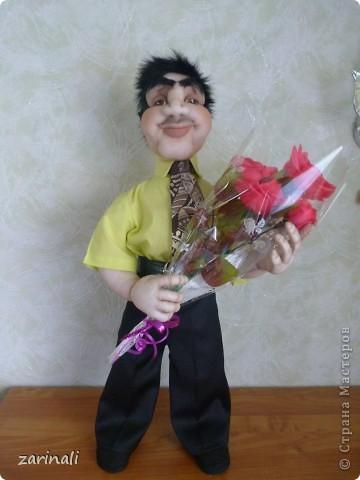 Любовь может ранить сердце даже в 50. Вот джентельмен первый раз идёт на свидание, цветы -обязательно! фото 1