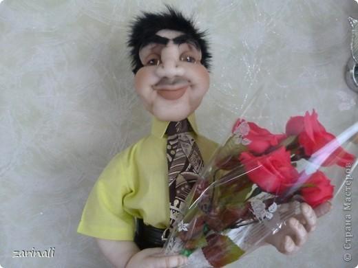 Любовь может ранить сердце даже в 50. Вот джентельмен первый раз идёт на свидание, цветы -обязательно! фото 4