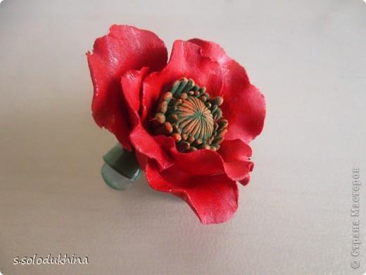 Всем привет!) Хочу вот вам показать мою вторую уже заколочку (мне определенно нравится их создание). Как известно цветущий мак является символом женского очарования, наверное, именно по этому именно этот цветок я выбрала когда делала украшение для моей сестренки). Изначально заколочка выглядела так... фото 4