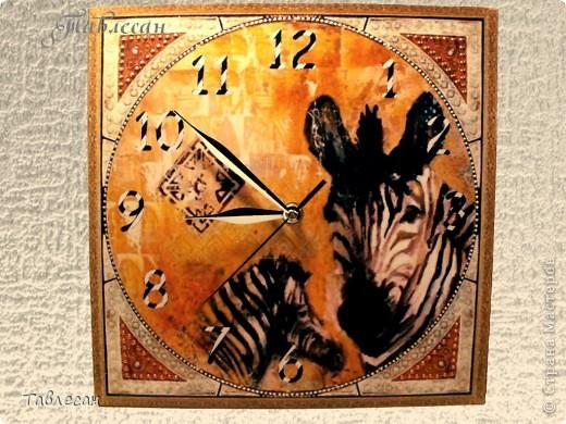 Сделала когда-то макет ключницы с тигром, но была она какая-то одинокая.. Тогда к ней для компании добавила часы и термометр. Вот ключница фото 4