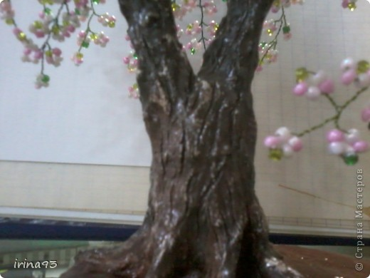 Здравствуйте, дорогие мастерицы!!!! А вот и второе дерево готово, и спешу поделиться радостью с вами! Может и не скромно, но я очень довольна результатом. Для меня, которая никогда не держала бисер в руках - открылся новый мир, мир бисерных деревьев :))) фото 3
