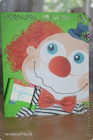 В создании открыток мне помогал сынок. Все детали старательно приклеивал. Т.к. находились в деревне все делалось из подручных материалов - наклейки, цветной картон, самодельная бумага (салфетка, пищевая пленка, утюг, картон), вырезки из открыток... фото 4