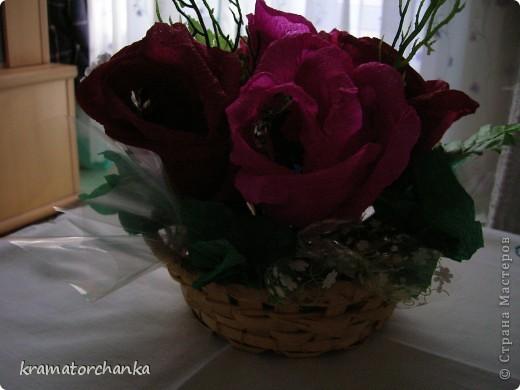 Вот такие сладкие подарки приготовили учителям на презенты. Семь корзинок с цветами, большая гроздь винограда и малая, шкатулка для классного руководителя. фото 2