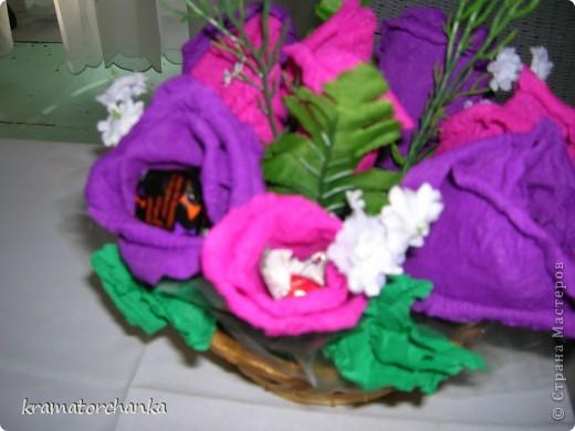 Вот такие сладкие подарки приготовили учителям на презенты. Семь корзинок с цветами, большая гроздь винограда и малая, шкатулка для классного руководителя. фото 4
