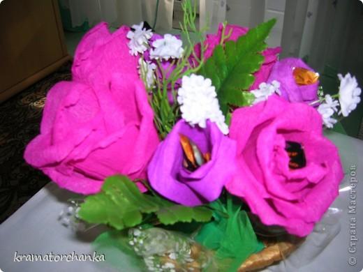 Вот такие сладкие подарки приготовили учителям на презенты. Семь корзинок с цветами, большая гроздь винограда и малая, шкатулка для классного руководителя. фото 6