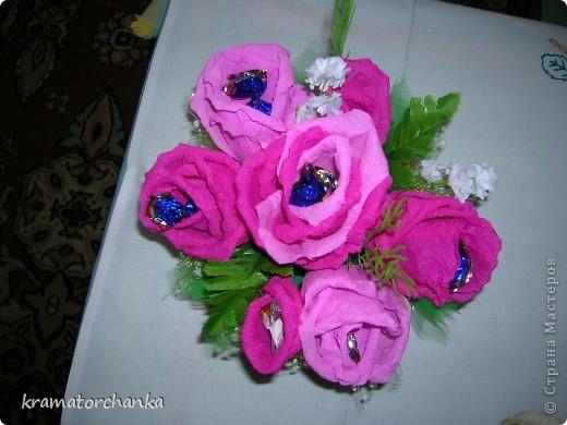 Вот такие сладкие подарки приготовили учителям на презенты. Семь корзинок с цветами, большая гроздь винограда и малая, шкатулка для классного руководителя. фото 7