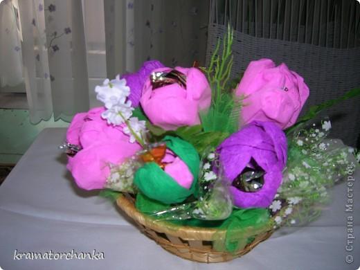 Вот такие сладкие подарки приготовили учителям на презенты. Семь корзинок с цветами, большая гроздь винограда и малая, шкатулка для классного руководителя. фото 8