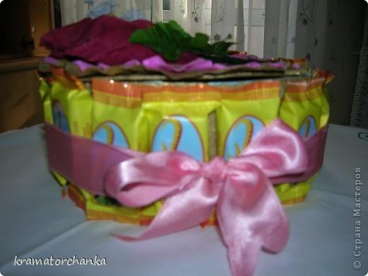 Вот такие сладкие подарки приготовили учителям на презенты. Семь корзинок с цветами, большая гроздь винограда и малая, шкатулка для классного руководителя. фото 10
