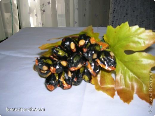 Вот такие сладкие подарки приготовили учителям на презенты. Семь корзинок с цветами, большая гроздь винограда и малая, шкатулка для классного руководителя. фото 13