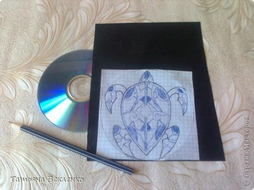 Хвалюсь своей работой - Огненной Черепахой. Витраж на DVD-диске.  Мастер-класс такого шедевра у Ихтиандры (https://stranamasterov.ru/node/343469). фото 2