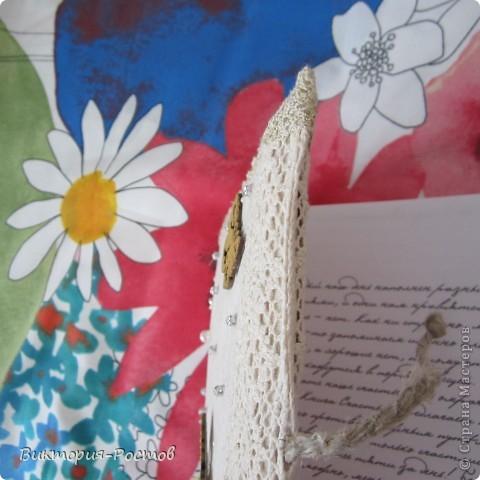 Вот такой красивучий ежедневник у меня получился.....я так скромно-потому-что самой очень уж нравится:))) Это моя 3 работа в этой технике:))) Помог опыт квиллинга и декупажа:) фото 8