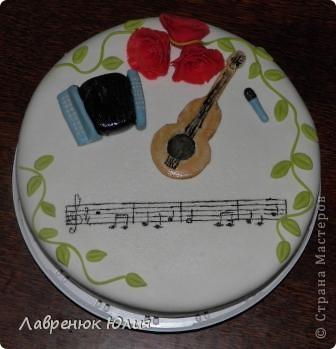 Ноты на торте - Happy birthday to you.