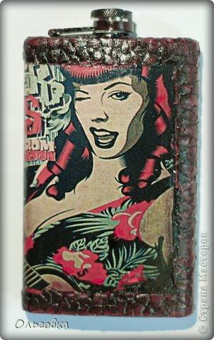 Подарок подруге на День рождения. Бутылка в чулке и шкатулка с её портретом. фото 8