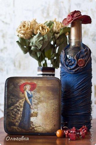 Подарок подруге на День рождения. Бутылка в чулке и шкатулка с её портретом. фото 1