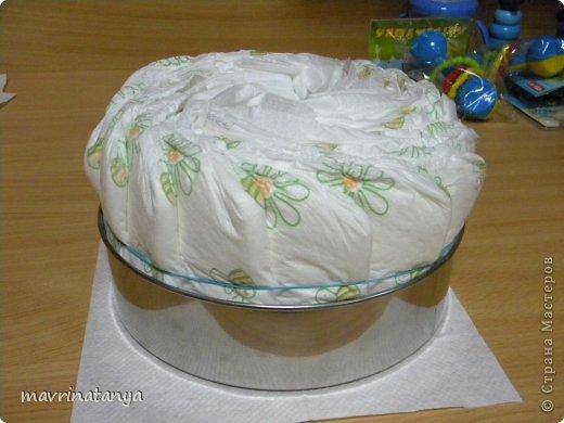 Предлагаю Вашему вниманию мастер-класс по изготовлению оригинального подарка из памперсов для мальчика. фото 5