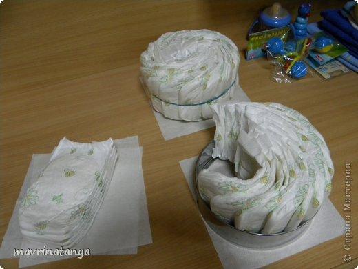 Предлагаю Вашему вниманию мастер-класс по изготовлению оригинального подарка из памперсов для мальчика. фото 6