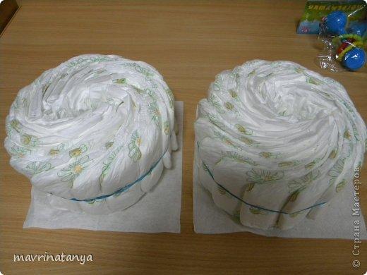 Предлагаю Вашему вниманию мастер-класс по изготовлению оригинального подарка из памперсов для мальчика. фото 7