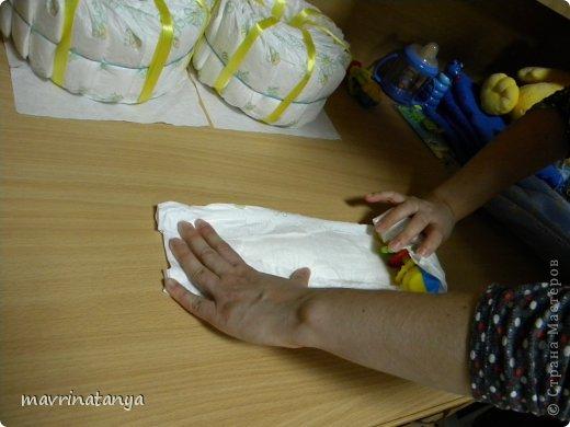 Предлагаю Вашему вниманию мастер-класс по изготовлению оригинального подарка из памперсов для мальчика. фото 12
