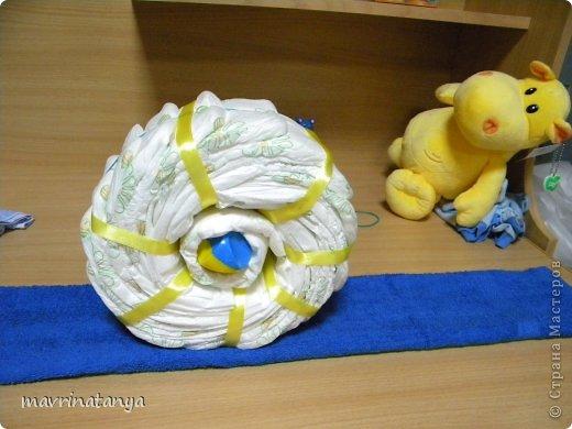 Предлагаю Вашему вниманию мастер-класс по изготовлению оригинального подарка из памперсов для мальчика. фото 17