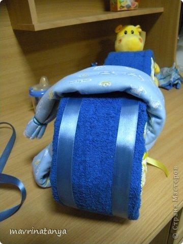 Предлагаю Вашему вниманию мастер-класс по изготовлению оригинального подарка из памперсов для мальчика. фото 20