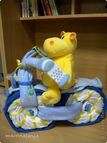 Предлагаю Вашему вниманию мастер-класс по изготовлению оригинального подарка из памперсов для мальчика. фото 29