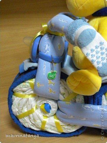 Предлагаю Вашему вниманию мастер-класс по изготовлению оригинального подарка из памперсов для мальчика. фото 32