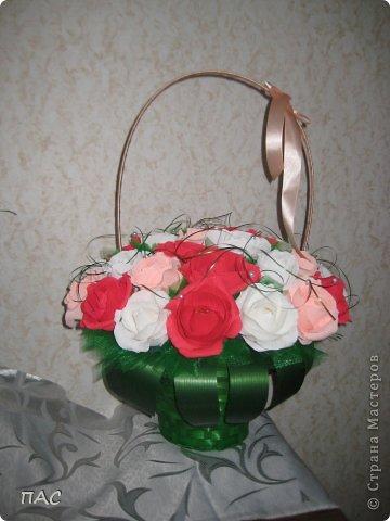 Друг попросил сделать знакомой девушке корзину с розами, 31 штука. И именно, чтобы были открытые. Вот, что у меня получилось.  фото 4
