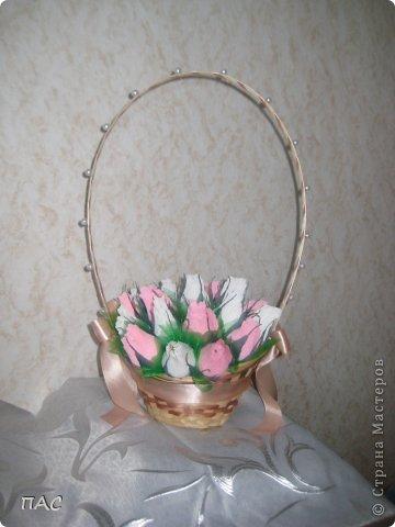 Подружка принесла корзиночку, оставшуюся после живых цветов, и попросила сделать бутоны роз. На день учителя ее сын понесет в школу. фото 1