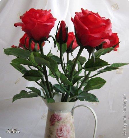 Всем, всем привет! Порадовать вас мне особо нечем, опять розы........... Заказали в подарок на день рождения, цвет и размер ( Высота 45см, бутоны, примерно, 9 см) пожелание заказчика.Вазу она хочет свою. так, что кувшинчик только для фотографии.( А мне он нравится) фото 6
