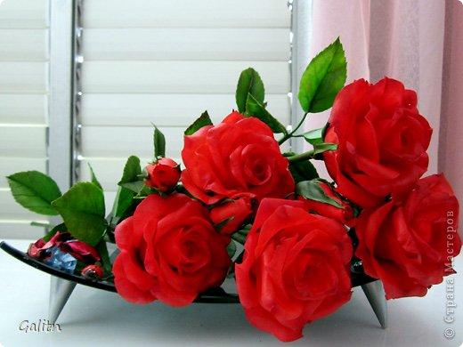 Всем, всем привет! Порадовать вас мне особо нечем, опять розы........... Заказали в подарок на день рождения, цвет и размер ( Высота 45см, бутоны, примерно, 9 см) пожелание заказчика.Вазу она хочет свою. так, что кувшинчик только для фотографии.( А мне он нравится) фото 7
