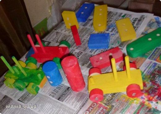 Увидели на ярмарке мастеров деревянный конструктор - поезд.  Решили купить нераскрашенный  - огромное поле для творчества ребёнка))) фото 9