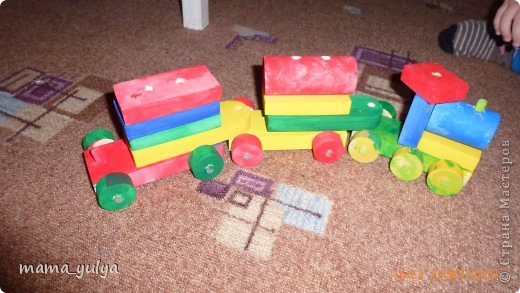 Увидели на ярмарке мастеров деревянный конструктор - поезд.  Решили купить нераскрашенный  - огромное поле для творчества ребёнка))) фото 10
