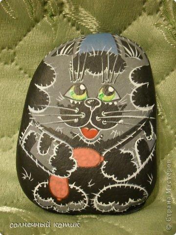 Насмотрелась в интернете разрисованных камней , решила и сама попробовать . Вот , что получилось. Кошачее семейство прям...