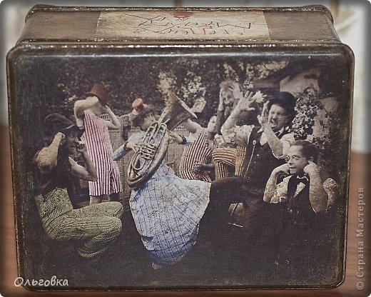 Подарок подруге на День рождения. Бутылка в чулке и шкатулка с её портретом. фото 6