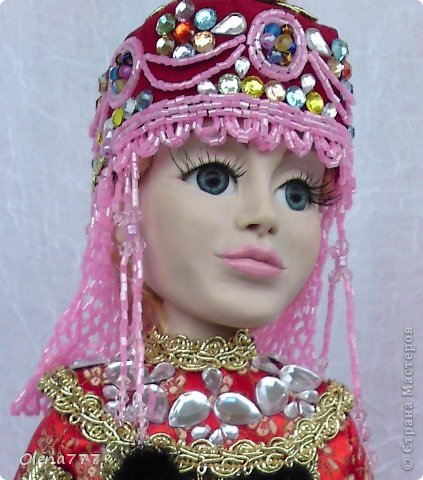 Здравствуйте, жители и гости Страны Мастеров! Знакомьтесь - Ульяна. Рост 34 см. Голова, руки и ноги выполнены из полимерной глины Living Doll. Проволочный каркас, поэтому кукла подвижна. Стоит самостоятельно. Кокошник цилиндрический(московский) с понизью. Туфли из пластика. Надеюсь, что Ульяна вам понравится.  фото 1