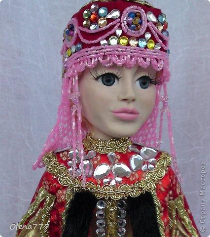 Здравствуйте, жители и гости Страны Мастеров! Знакомьтесь - Ульяна. Рост 34 см. Голова, руки и ноги выполнены из полимерной глины Living Doll. Проволочный каркас, поэтому кукла подвижна. Стоит самостоятельно. Кокошник цилиндрический(московский) с понизью. Туфли из пластика. Надеюсь, что Ульяна вам понравится.  фото 19