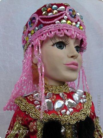 Здравствуйте, жители и гости Страны Мастеров! Знакомьтесь - Ульяна. Рост 34 см. Голова, руки и ноги выполнены из полимерной глины Living Doll. Проволочный каркас, поэтому кукла подвижна. Стоит самостоятельно. Кокошник цилиндрический(московский) с понизью. Туфли из пластика. Надеюсь, что Ульяна вам понравится.  фото 8
