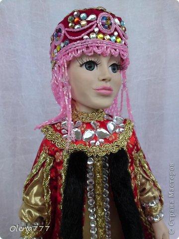 Здравствуйте, жители и гости Страны Мастеров! Знакомьтесь - Ульяна. Рост 34 см. Голова, руки и ноги выполнены из полимерной глины Living Doll. Проволочный каркас, поэтому кукла подвижна. Стоит самостоятельно. Кокошник цилиндрический(московский) с понизью. Туфли из пластика. Надеюсь, что Ульяна вам понравится.  фото 3