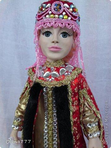 Здравствуйте, жители и гости Страны Мастеров! Знакомьтесь - Ульяна. Рост 34 см. Голова, руки и ноги выполнены из полимерной глины Living Doll. Проволочный каркас, поэтому кукла подвижна. Стоит самостоятельно. Кокошник цилиндрический(московский) с понизью. Туфли из пластика. Надеюсь, что Ульяна вам понравится.  фото 17
