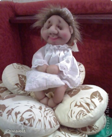 За основу взят мастер-класс Ликмы по изготовлению малыша Сплюши. А устроился Хранитель снов на подушке, которую тоже сшила я.  фото 1