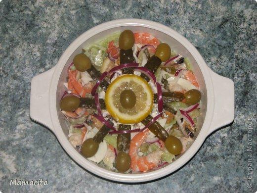 И снова мой любимый салатик! Очень вкусный и очень легкий!  И снова морепродукты! Ну ничего с собой не могу поделать, я их просто обожаю!!! На фото, как всегда, двойная порция ингредиентов, ну не могу я свои любимые салаты готовить маленькими порциями… Итак, приступим... фото 4