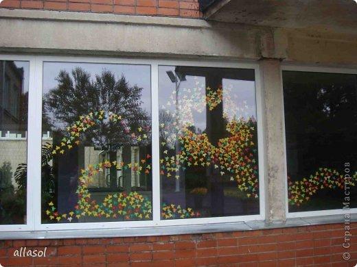 Работа Юлии https://stranamasterov.ru/node/427573?k=all&u=5667 послужила началом коллективной работы. Вот такой листопад на окошке у нас получился  фото 4