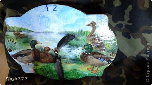 Часики, друзьям в подарок, стрелочки сделаны из добытого ими трофея(перья утки)  фото 3
