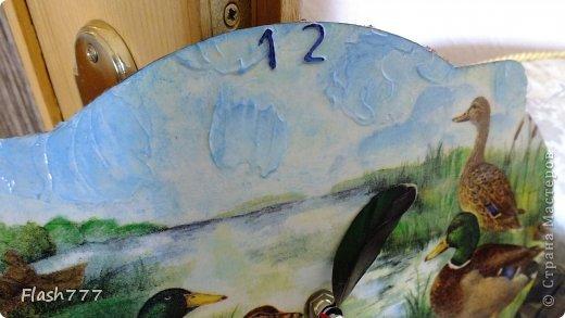 Часики, друзьям в подарок, стрелочки сделаны из добытого ими трофея(перья утки)  фото 2