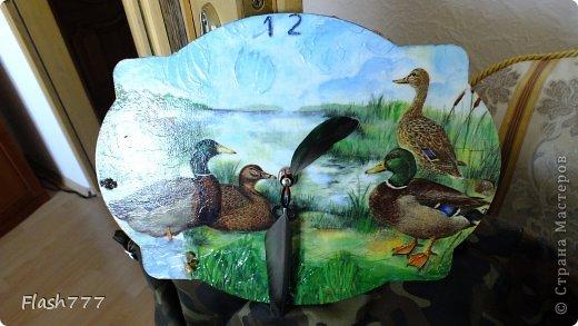 Часики, друзьям в подарок, стрелочки сделаны из добытого ими трофея(перья утки)  фото 1