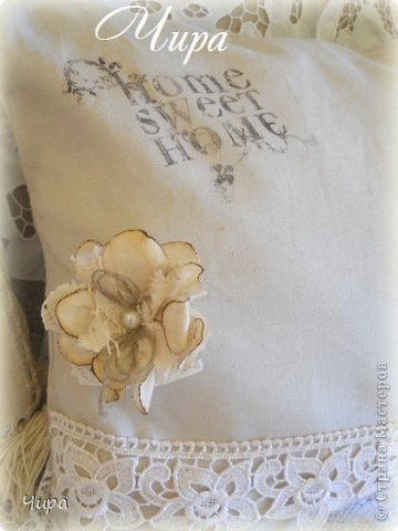 Здравствуйте, дорогие девушки-рукодельницы! Предлагаю вашему вниманию свой последний проект-подушки винтажные. На этой подушке-лён 2 видов, плотный и тонкий. Перевод изображения на ткань с помощью совокупности методов: сперва жидкостью для снятия лака, потом утюгом для закрепления. фото 7
