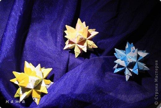 Благодаря Оле https://stranamasterov.ru/node/421934 я открыла для себя мир кусудам Марии Синайской  Little Roses Kusudama (squares) - 30 модулей. Наинежнейшее создание, Чайная роза... МК: http://goorigami.com/diagrams/little-roses-kusudama  Видео МК: http://www.youtube.com/watch?v=d9r2Llb8f8w  фото 5