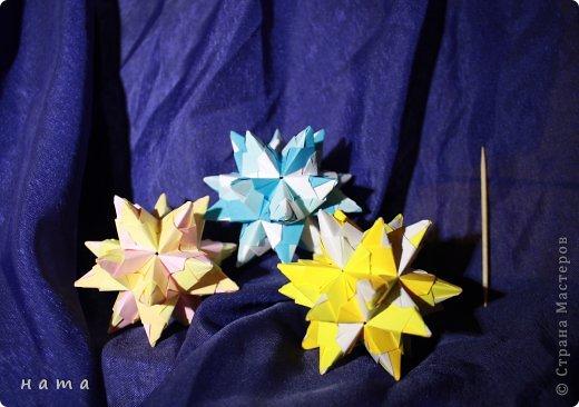 Благодаря Оле https://stranamasterov.ru/node/421934 я открыла для себя мир кусудам Марии Синайской  Little Roses Kusudama (squares) - 30 модулей. Наинежнейшее создание, Чайная роза... МК: http://goorigami.com/diagrams/little-roses-kusudama  Видео МК: http://www.youtube.com/watch?v=d9r2Llb8f8w  фото 7
