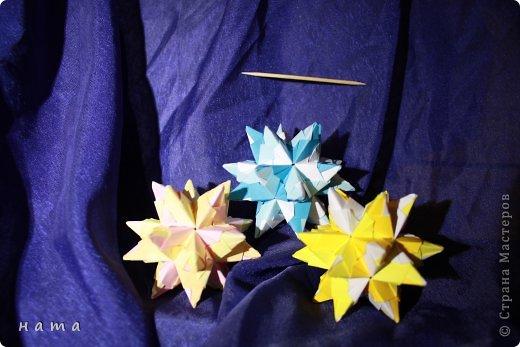 Благодаря Оле https://stranamasterov.ru/node/421934 я открыла для себя мир кусудам Марии Синайской  Little Roses Kusudama (squares) - 30 модулей. Наинежнейшее создание, Чайная роза... МК: http://goorigami.com/diagrams/little-roses-kusudama  Видео МК: http://www.youtube.com/watch?v=d9r2Llb8f8w  фото 8