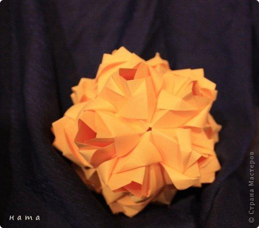 Благодаря Оле https://stranamasterov.ru/node/421934 я открыла для себя мир кусудам Марии Синайской  Little Roses Kusudama (squares) - 30 модулей. Наинежнейшее создание, Чайная роза... МК: http://goorigami.com/diagrams/little-roses-kusudama  Видео МК: http://www.youtube.com/watch?v=d9r2Llb8f8w  фото 1